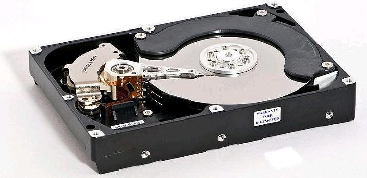 The monstrous hard drives of the past make us put in perspective the miracle of miniaturization